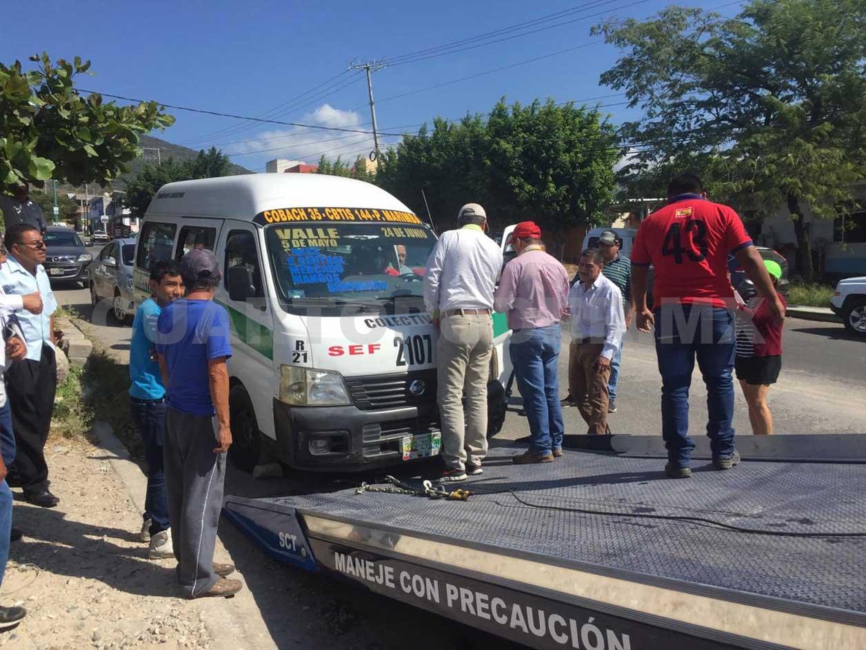 Autoridad detiene a colectivo fuera de ruta for Fuera de ruta opiniones